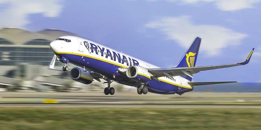 the-plane-ryanair-belarus-Jakub-Petrymusz-pixabay