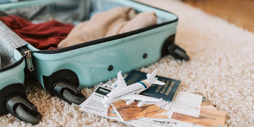 pexels-vlada-karpovich-luggage-travel.