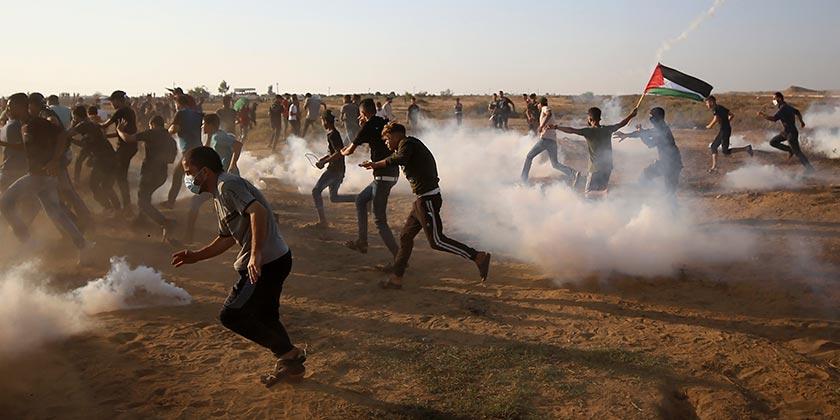 Gaza_Khan_Younis_Protest_Tear_Gaz_AP Photo Abdel Kareem Hana