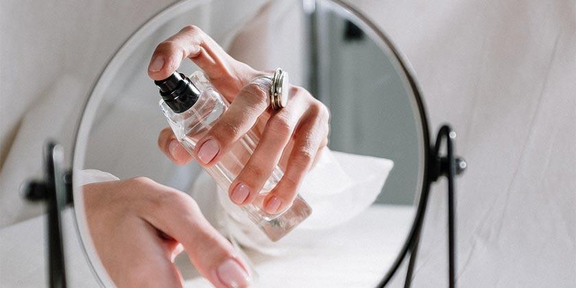 pexels-cottonbro-perfume