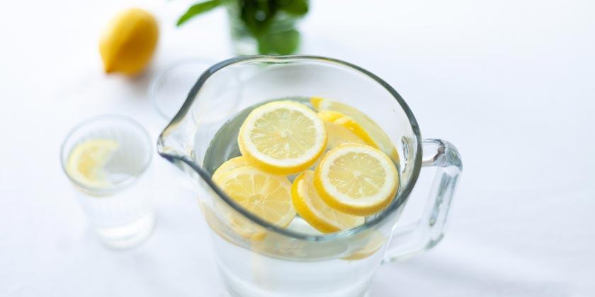 pexels-julia-zolotova-lemon-water