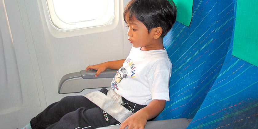 child-plane-pixabay