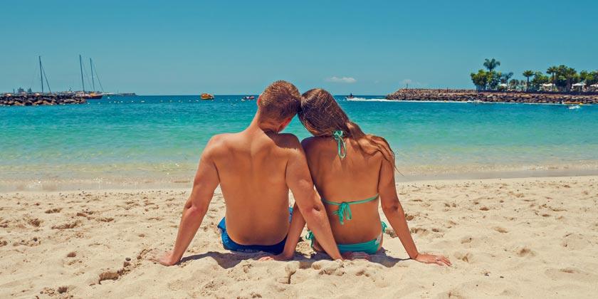 pexels-adam-kontor-couple-love-beach