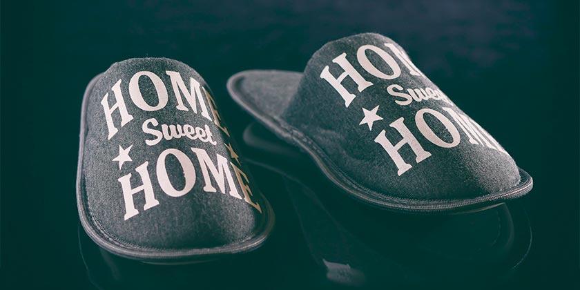 slippers-pixabay
