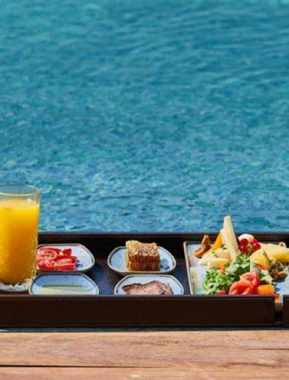 pexels-engin-akyurt-swimingpool-food